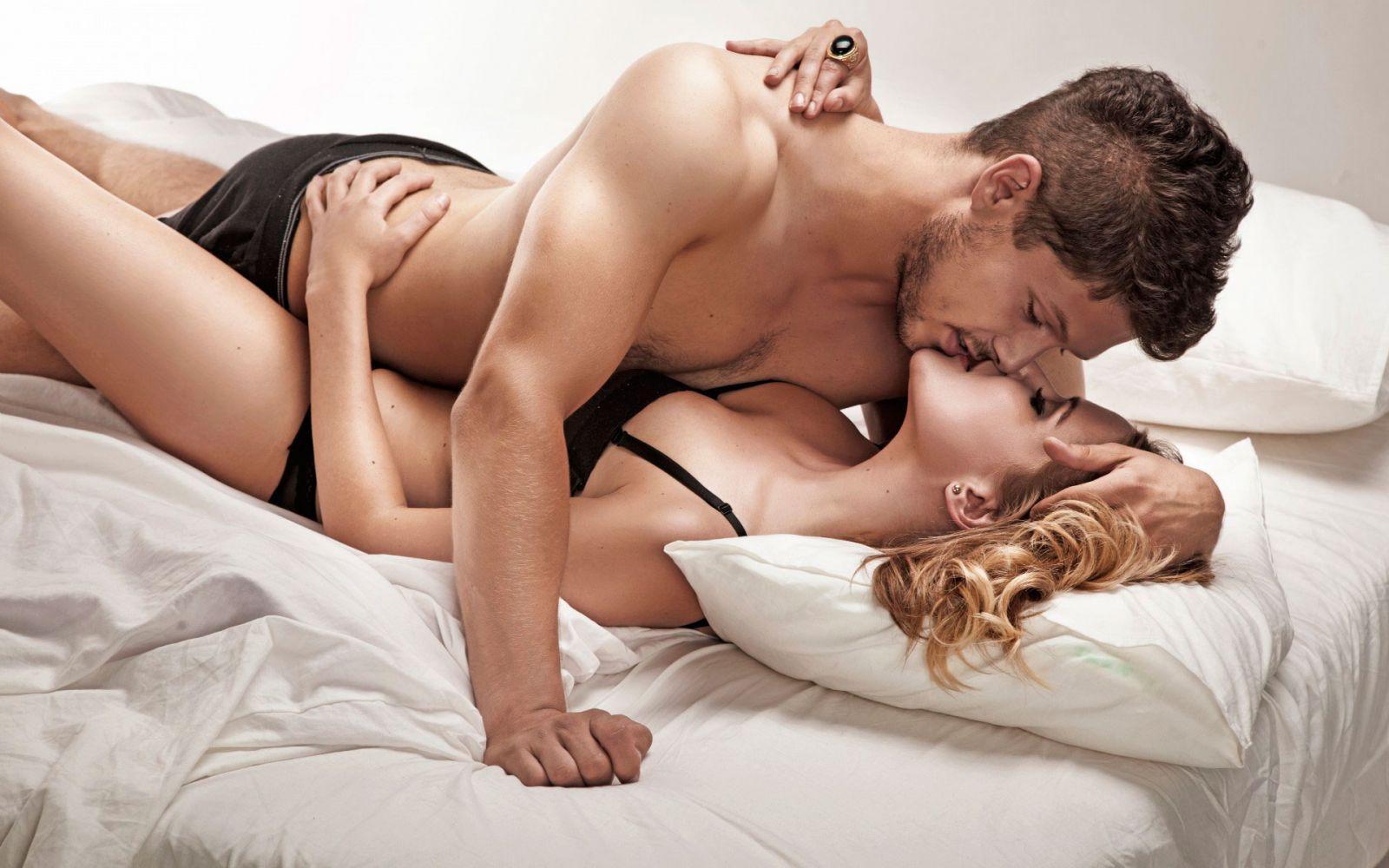 Фото секса женщины и четырех парней фото 570-153