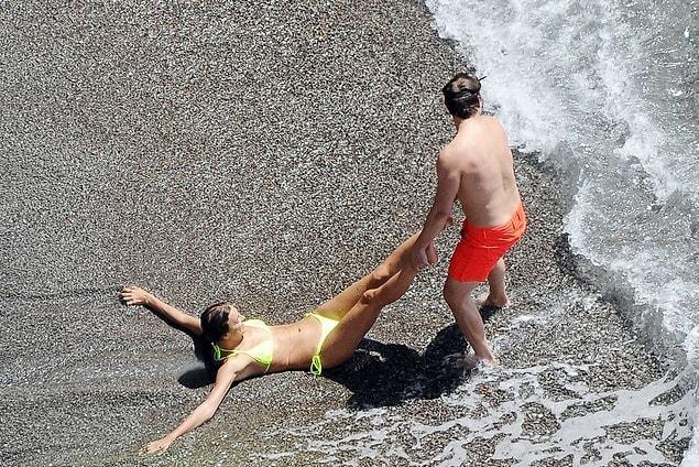 Когда девушка не хочет идти купаться, нужно поступать так