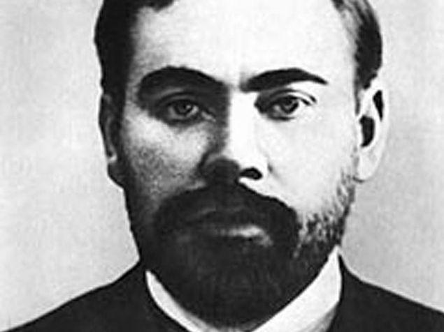Один из создателей большевистской партии, мечтавший достигнуть вечной молодости с помощью переливания крови, погибает от нее же