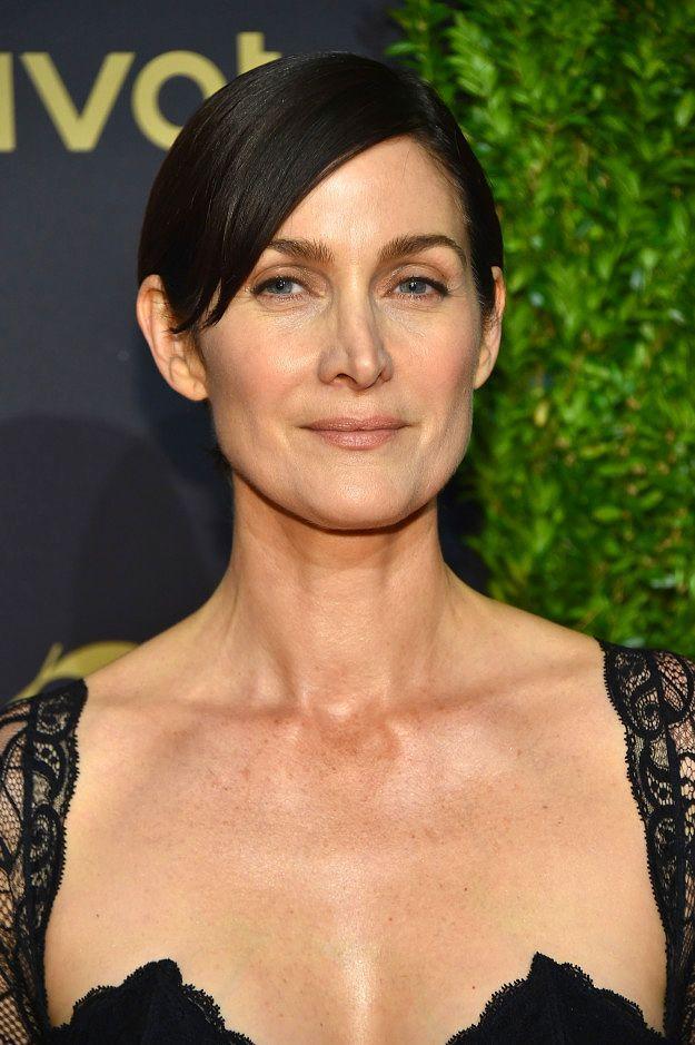 """Керри-Энн Мосс, известная по роли Тринити в """"Матрице"""", также родилась в августе 1967"""