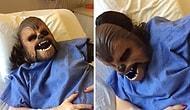 Женщина надела маску Чубакки во время родов
