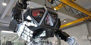 Gigantic Avatar-style Manned Robot Takes Its First Steps To Patrol The North Korean Border!