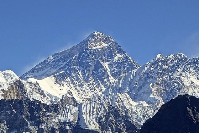 В ближайшее время никто не собирается вывозить трупы с вершины, так как такие экспедиции крайне сложны и затратны
