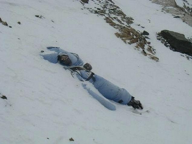 Очень часто альпинисты погибают при падении со скал