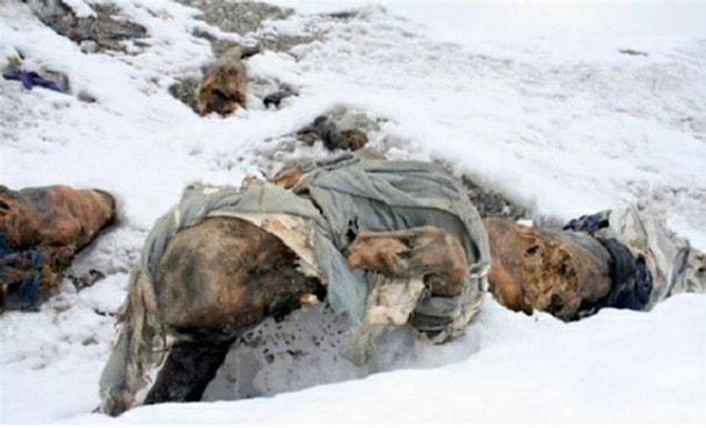 Ветер и снег превращают одежду в лохмотья