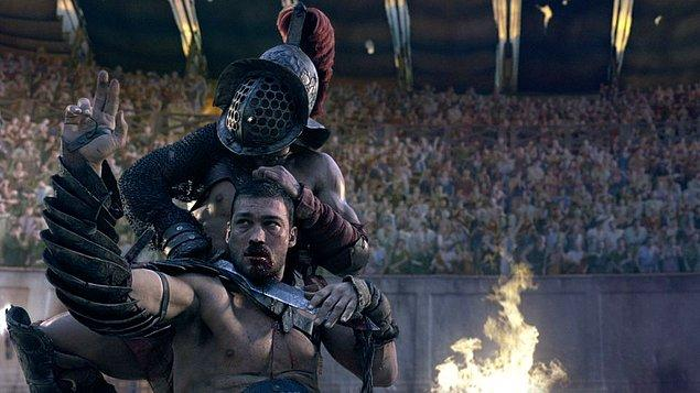 Roma'da gladyatör olmak filmlerde süslendiği gibi aşırı havalı bir iş değildi. Hatta bunun tam tersine gladyatörler çok kötü şartlarda ve ağır koşullarda yaşıyorlardı.