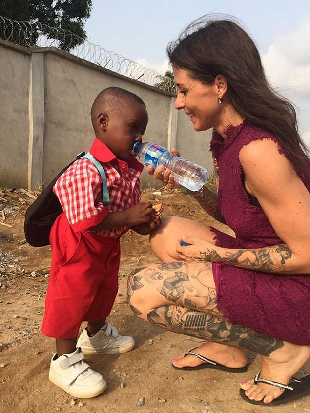 А это его первый день в школе спустя ровно год после того, как он был спасен Аней Ринггрен Ловен