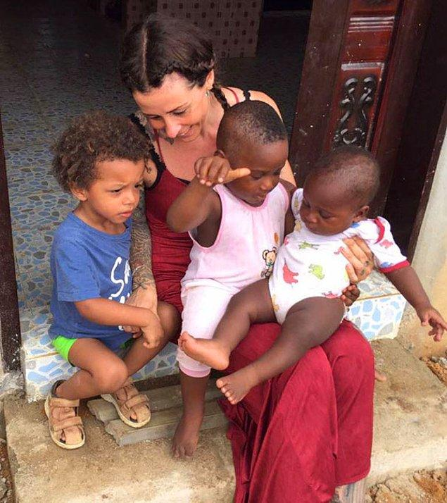 Он живет в приюте для детей, оказавшихся на улице по вине суеверий, который Аня открыла на юго-востоке Нигерии вместе с мужем