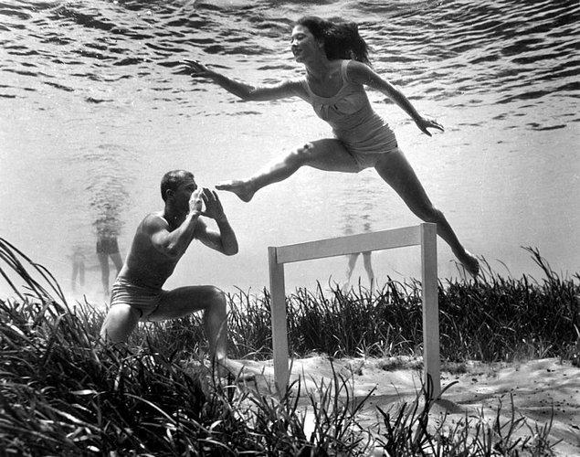 3. Amerikalı fotoğrafçı 1938'de mankenlerin okyanus üzerinde okurken, yemek pişirirken ve şampanya içerken çektiği fotoğraflarıyla popüler medya akımlarını yıktı.