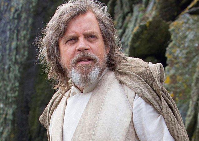 The Last Jedi, 'Son Jedi' anlamına geliyor. Jedi, hem tekil hem çoğul anlama sahip olduğu için filmin adı tek bir kişiye mi, yoksa bir grup Jedi'a mı işaret ediyor henüz belirsiz.