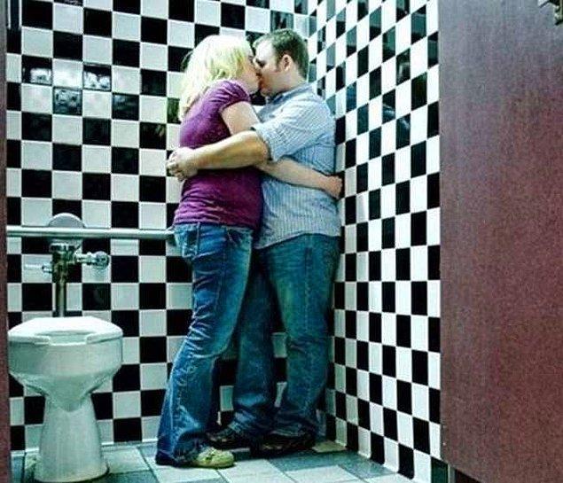 """1. """"Aşkımız zaman ve mekan tanımıyor ne güzel di mi aşkım"""" """"Hafiften bi tiksindim gibi ama neyse devam"""""""