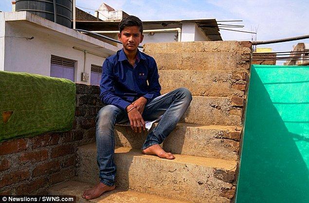 Hindistan'da bulunan doktorlar bu durum karşısında şaşkınlığa uğradığında gencin babası, çiftçilik yapan Arun Akhilesh'in rahatsızlığı karşısında dünyadaki bütün doktorlardan yardım istedi.
