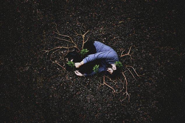 """1. Brezilyalı psikolog Douglas Amorim, psikolojik rahatsızlıklar ve intihara dikkat çekmek için """"Depressive Intimacy"""" (Depresif Yakınlık) adında fotoğraflardan oluşan bir kompozisyon hazırladı."""