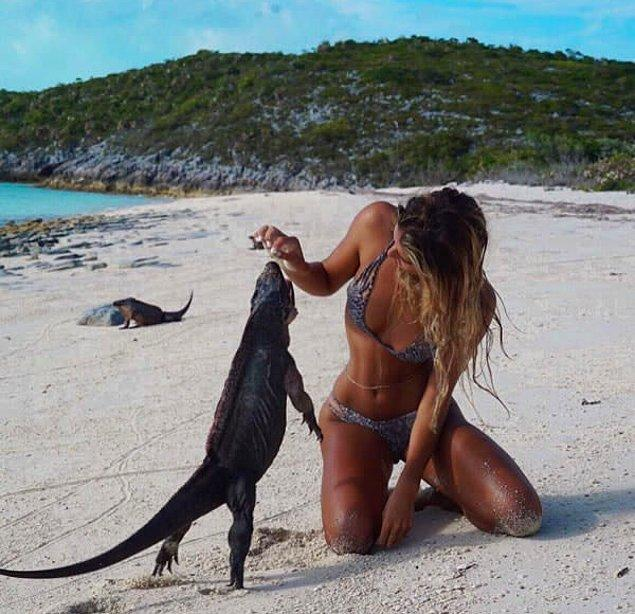 7. Okulunun tatil olmasıyla birlikte Sarah'nın soluğu aldığı duraklar arasında Bora Bora, Havai, Bahamalar ve Cook Adaları var mesela.