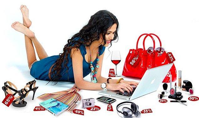 2. Mağazada beğendiğiniz şeyleri, internetteki sitelerden kontrol etmek, ucuz alışveriş için güzel bir yöntem. Mağazadaki bir çok ürün aynı zamanda internetteki indirimli alışveriş sitelerinde olabiliyor.