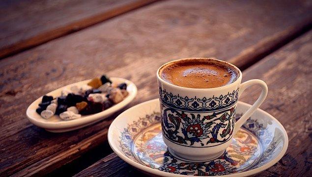 2. Kafein sizi kabul etmediğiniz düşüncelere karşı daha toleranslı hale getirir.