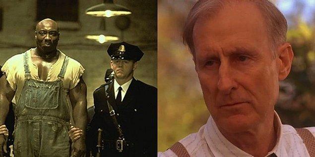 13. Gerçekte Michael Clarke Duncan'ın boyu, gardiyan rolündeki David Morse'un boyuyla neredeyse aynı olup hapishane müdürünü canladıran James Cromwell'ın boyundan kısaydı.