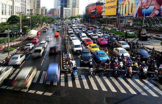 Sürücülerin yılda ortalama 61 saat trafikte mahsur kaldıkları Tayland, ülke sıralamasında ilk sırada yer aldı.