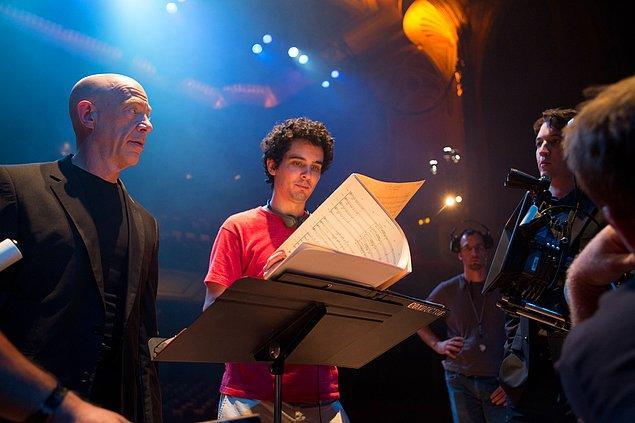 #14 Yönetmenden bahsetmemek olmaz. Ağlasa mı gülse mi denilecek bir durumu yaşayan, La La Land'in yönetmeni Damien Chazelle'ın ilk filmini izlemişsinizdir, yine de hatıratalım: Whiplash (2014)