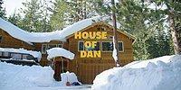 Парень превратил двор своего дома в горнолыжный центр