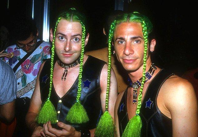 7. Club USA'de kostümlerini gösteren particiler, 1993.
