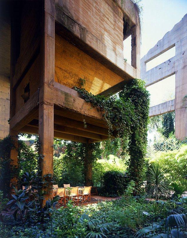 Dış mekanlar ise bitkilerle adeta donatıldı, şimdiyse yeşille dolup taşan bir bahçe var.