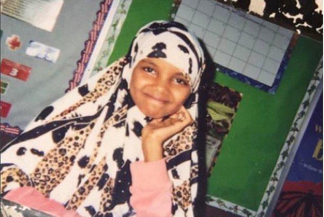 Halima Aden, Somalili bir mülteci ailenin çocuğu olarak 1997'de bir Kenya mülteci kampında dünyaya gelmiş.