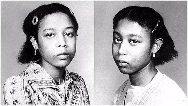После их воссоединения близнецы провели несколько лет в добровольной изоляции в своей комнате, где они играли друг с другом и писали в дневниках. Там они описывали темную сторону их союза.