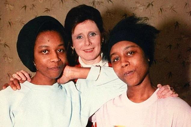 Во время пребывания в больнице они заключили соглашение о том, что одна из них умрет. Когда врачи решили перевести близнецов в клинику Caswell, Дженнифер умерла в пути. Ее смерть остается загадкой и по сей день.