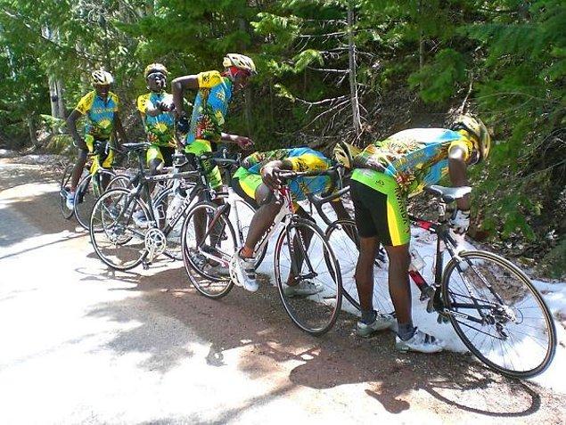 3. Ruanda bisiklet takımı hayatında ilk kez kar görünce bu tatlı fotoğraf ortaya çıktı.