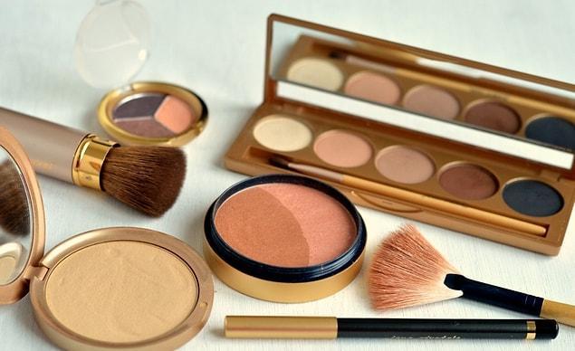 Перестаньте покупать дешевую косметику и вместо этого купите один или два действительно качественных продукта, подходящих вашему типу кожи.