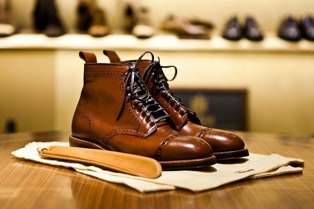 Перестаньте заказывать обувь с китайских сайтов. Купите по-настоящему хорошую и комфортную, но в то же время дорогую пару ботинок. Как показывает опыт, качественная обувь не наносит вред ногам, а так же гораздо лучше проявляет себя в носке.