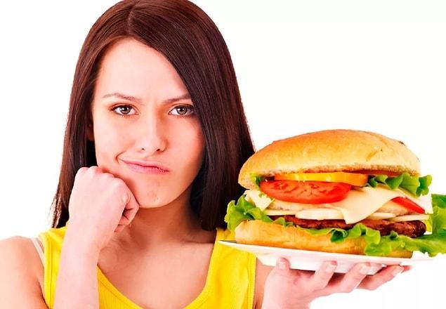Откажитесь от фастфуда: каждая калория отразится на вашем животе или бедрах.