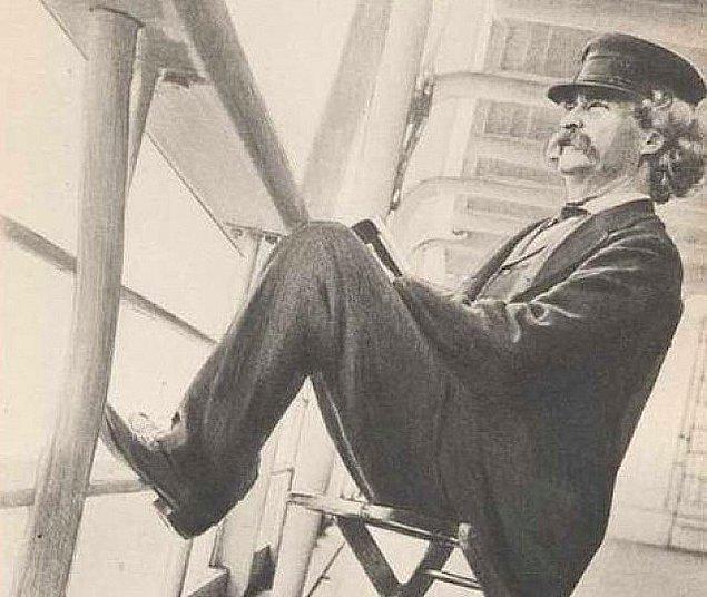 Mark Twain, 1867'de USS Quaker isimli gemiye arkadaşlarıyla atlayarak uzun bir yolculuğa çıktı. Rotasında İstanbul da bulunuyordu.