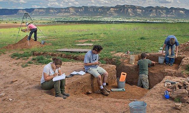 Cambridge Üniversitesinden bir grup Macaristan'da eski mezar kalıntıları üzerinde çalıştılar.