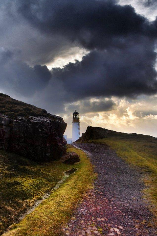 İskoçya'nın Highlands bölgesinin kuzeybatısında bulunan Rua Reidh Deniz Feneri'nin yanı başındaki ev resmi olarak satışa çıkarıldı.