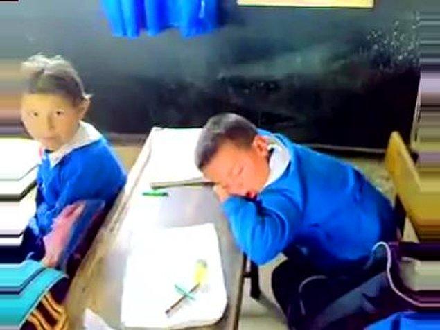 1. Montlardan yastık yapıp, ilk derslerde uyumak.