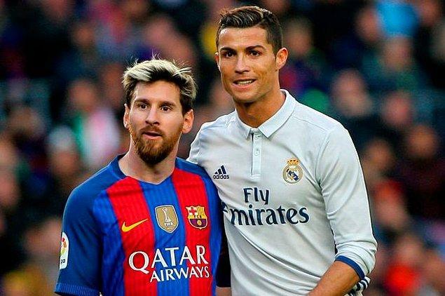 12. Cristiano Ronaldo şu ana dek 4 kez kazandığı 'Altın Ayakkabı' ödülüyle bu alanda zirvede. Messi ise şu ana dek bu ödülü 3 kez kazanarak Portekizli yıldızın gerisinde kaldı.