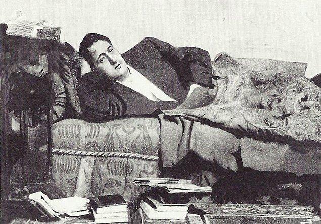 5. İki hafta sonra polis güçleri, şair Guillaume Apollinaire'i tutukladı.