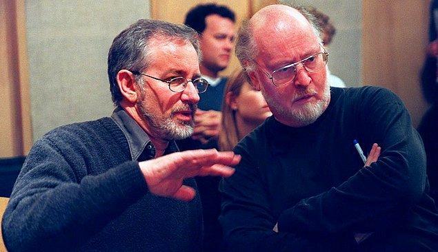 18. Sugarland Express'ten bu yana 42 yıllık ortak bir sinema geçmişleri bulunan yönetmen Steven Spielberg ve besteci John Williams'ın beraber çalışmadıkları sadece iki film var.