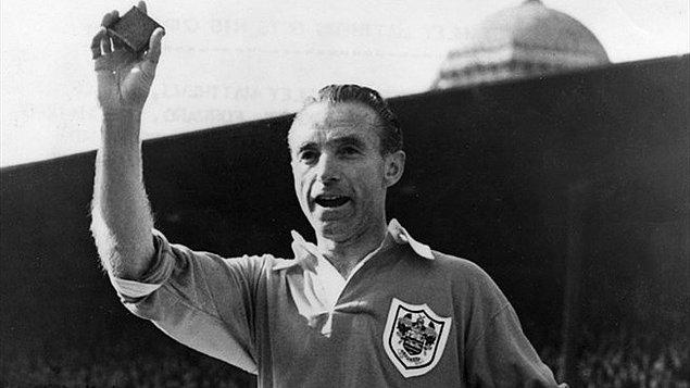 17. Stanley Matthews / İngiltere