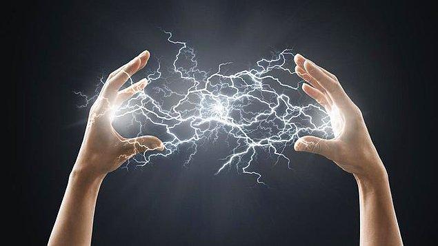 Öncelikle elektriğin tam olarak ne olduğunu açıklayarak işe başlayalım.