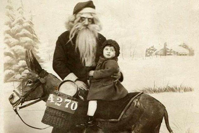 16. Pek arkadaş canlısı gibi gözükmeyen Noel Baba.