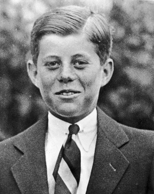 Джон Ф. Кеннеди в возрасте 10 лет, 1927 год.