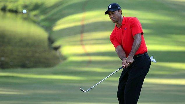 13. Ve son bomba: Ünlü golfçü Tiger Woods, sahada sesli bir şekilde gaz çıkarıyor!