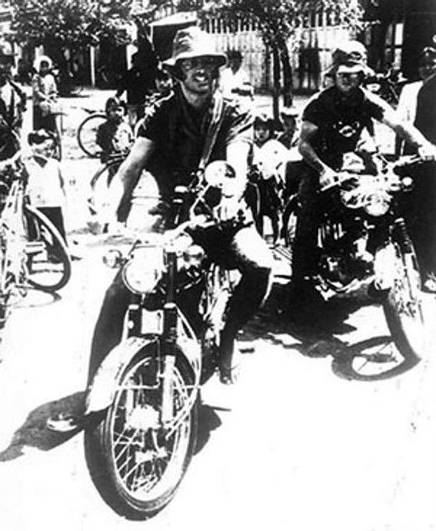 9. Foto muhabiri Sean Flynn ve Dana Stone'un Komünist gerillalar tarafından ele geçirildikleri gün çekilen son fotoğrafı, 6 Nisan 1970.