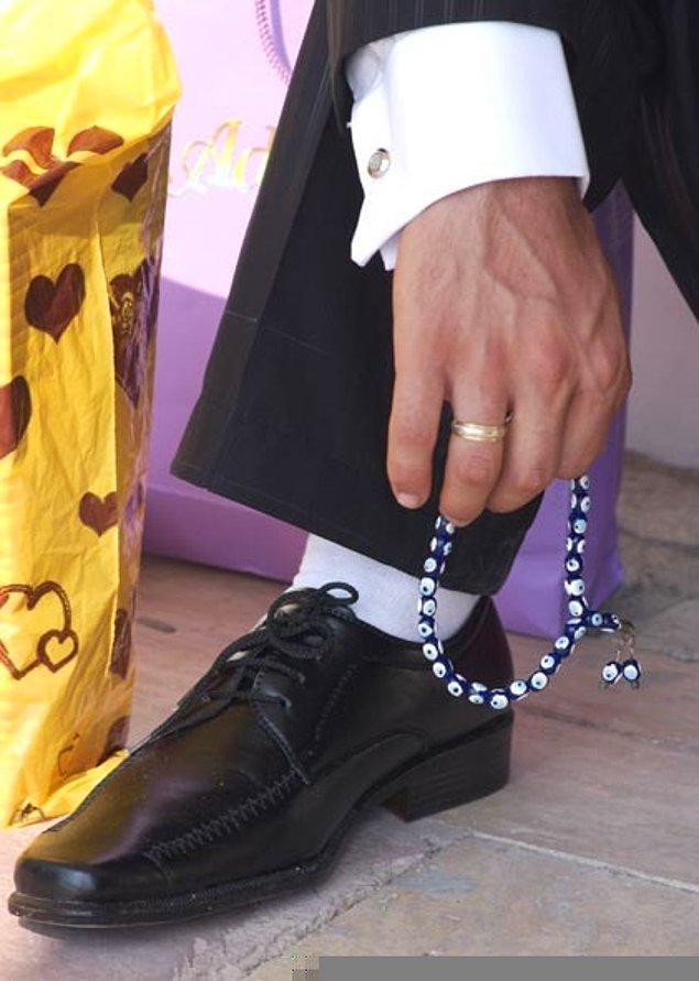 7. Beyaz çorap kombinli uzun burunlu ayakkabı