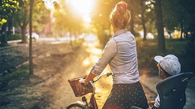 Temiz havada bisikletle tur atarken