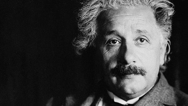 Dünyanın gelmiş geçmiş en zeki insanlarından olan Albert Einstein, matematik ve fizik alanlarında pek çok önemli keşfe imza atmıştır.