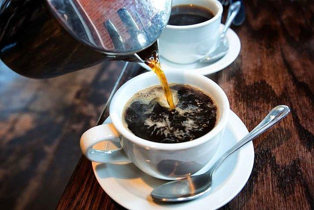 Sabahları sıcak bir fincan kahveden daha güzel bir şey olamaz.